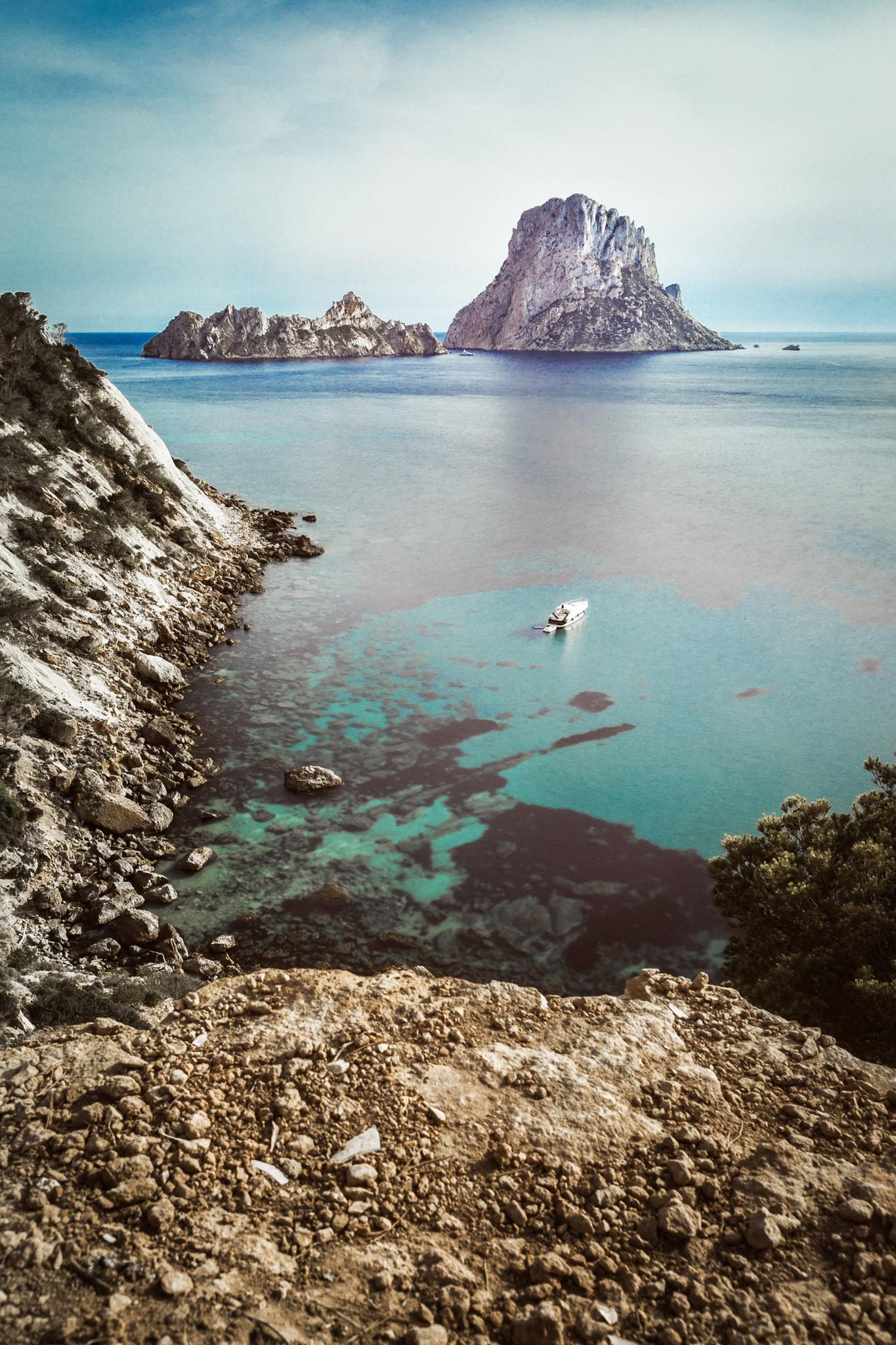 Fotografía de paisaje de la isla de Es Vedra en Ibiza.