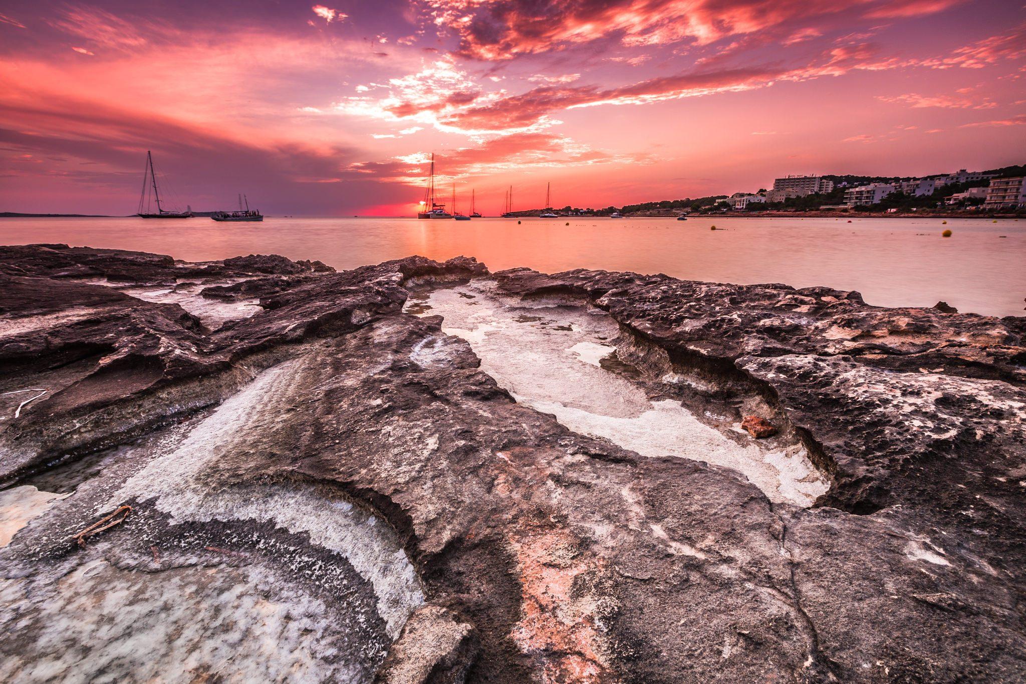 Fotografía de paisaje de larga exposición realizada en la puesta de sol desde San Antony de Portmany, Ibiza